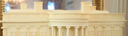 1280px-Replica_of_the_White_House_made_of_gingerbread_and_white_chocolate.jpg